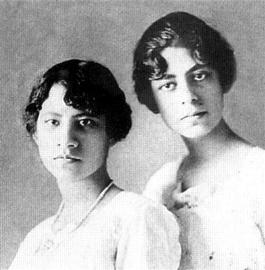 Adriana y Dolores Elhers
