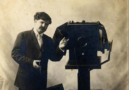Jesús H. Abitia en su estudio, ca. 1920. Colección particular