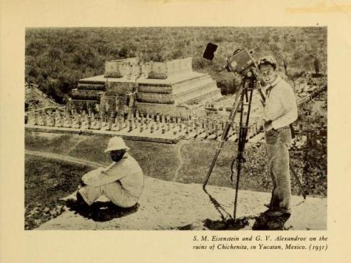 S. M. Eisenstein y G. V. Alexandrov en las ruinas de Chichen Itza, en Yucatán, México. (1931)