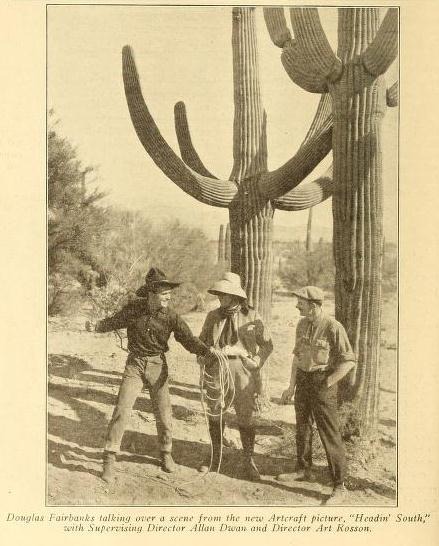 Douglas Fairbanks, Allan Dwan y Arthur Rosson durante la filmación de Headin' South. Foto: Motography (Vol. XIX, No. 8, Feb. 23, 1918, p. 358)