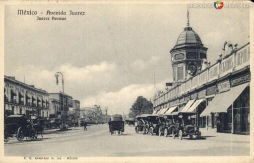 Av. Juárez a la altura de el Palacio de Bellas Artes (circa 1910)