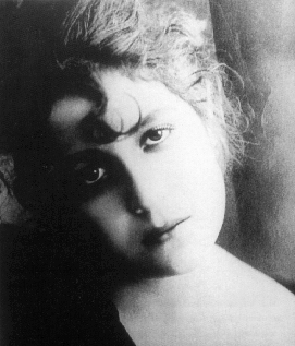 Luz, tríptico de la vida moderna (1917)