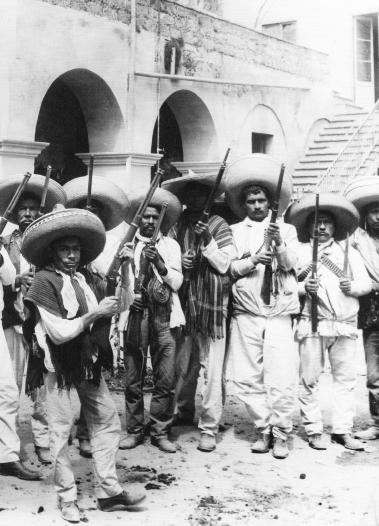 A 237 Zapatistas muestran sus armas (1911)