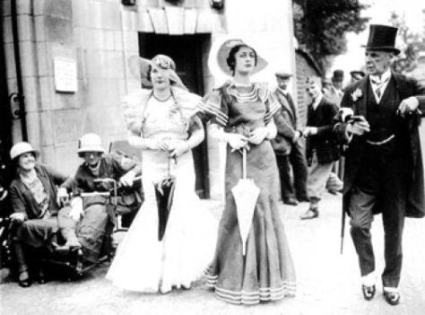 Aristócratas pasean 1902