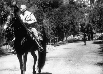 Díaz paseando a caballo